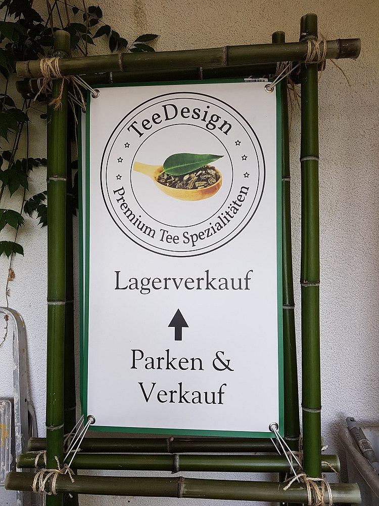 TeeDesign- Hier gehts zu unserem Tee-Lagerverkauf. Schild an der Stadtklinik Baden-Baden