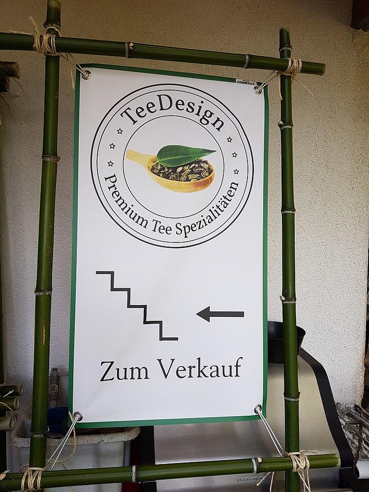 Hier gehts zu unserem Lagerverkauf. Schild an der Treppe von TeeDesign.